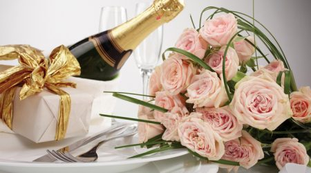 Champagne and flowers celebration pack for extra special holidays
