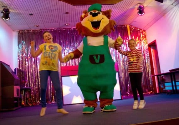 Kids entertainment with Vinnie the park mascot