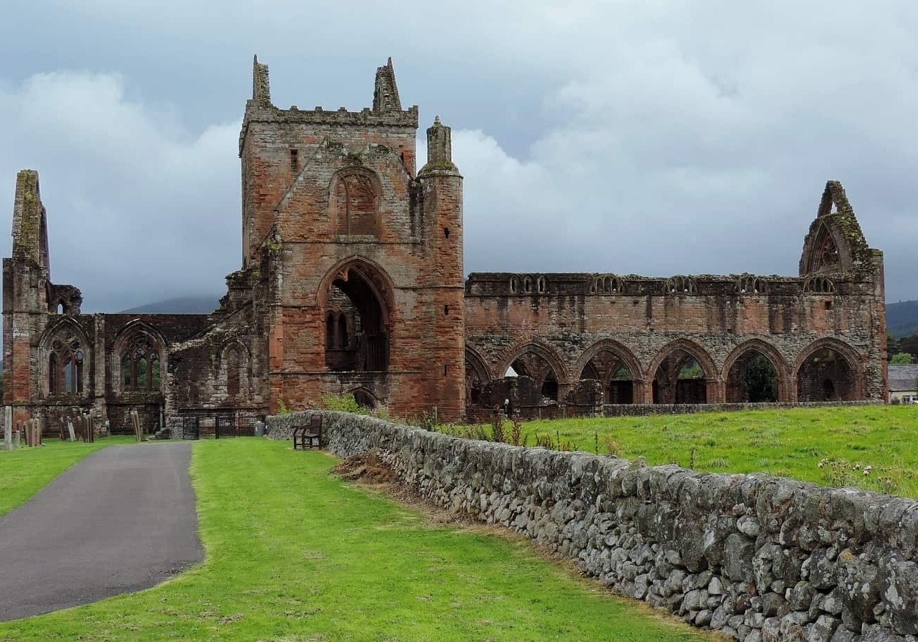 Sweetheart Abbey close to Queensberry Bay holiday park